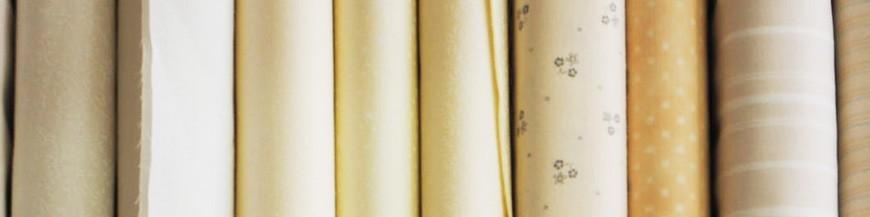 Tessuti beige e bianco